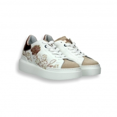 Sneaker white calf and flower embroidery laminated powder